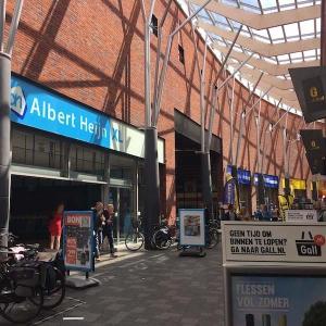 Winkels aan de overkant huurappartement Mercuriushof